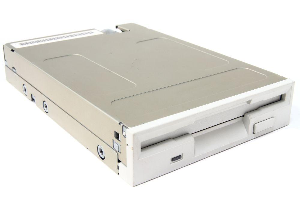 3,5 Zoll PC Diskettenlaufwerk 1,44MB Computer intern Floppy Drive weiß / beige